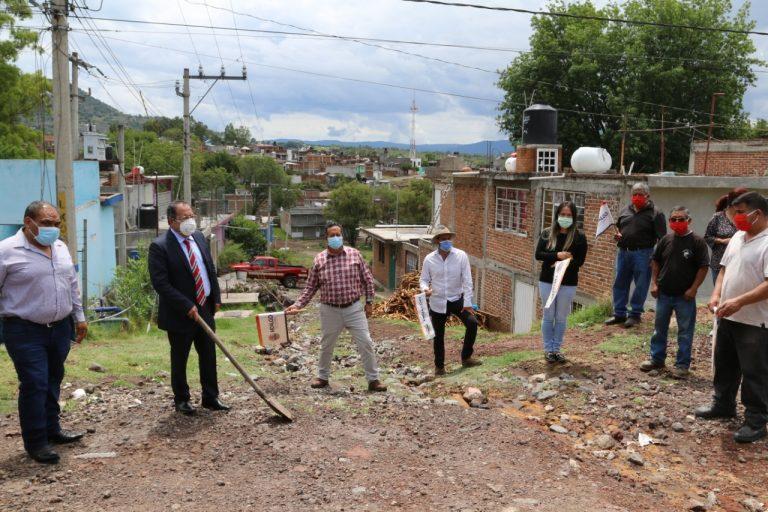 José Luis Téllez dio banderazo de arranque a los trabajos de pavimentación hidráulica en la calle Jazmín de la colonia Intenciones de la Nación