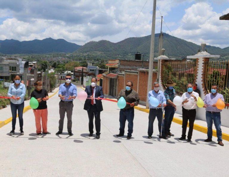José Luis Téllez  inauguró pavimentación de la calle privada de Melchor Ocampo del Fraccionamiento Los Manantiales