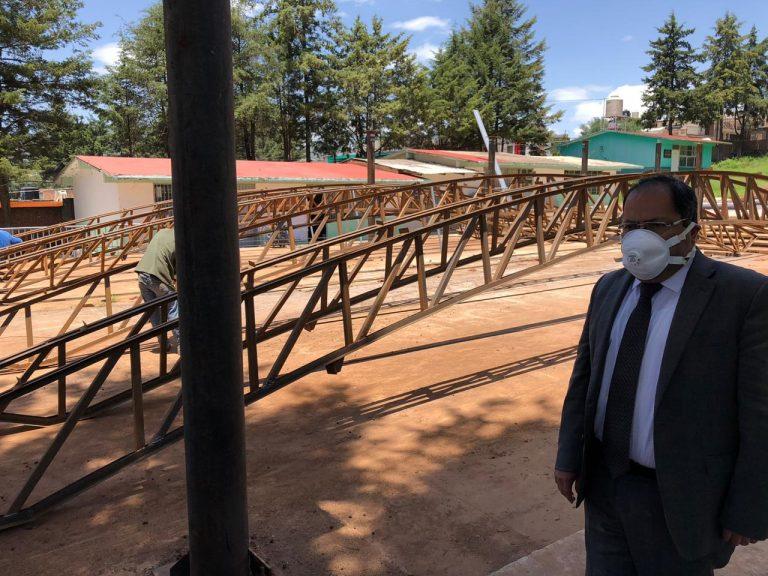 José Luis Téllez supervisó los trabajos de rehabilitación en la cancha de usos múltiples de la Escuela Preparatoria Lic. Adolfo López Mateos y la construcción de la techumbre de la Escuela Primaria Plan de Ayala