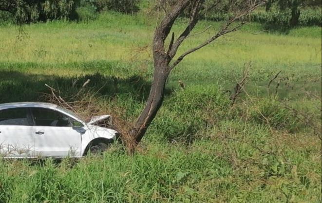 2 personas resultaron lesionadas al  sufrir un accidente automovilístico en la carretera Morelia – Acámbaro