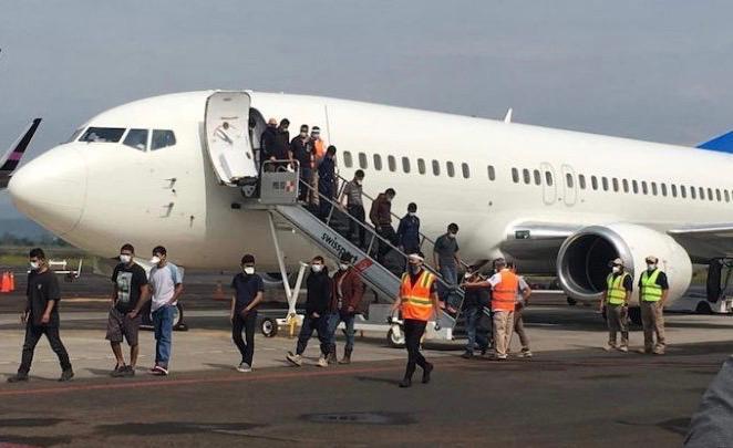 135 michoacanos detenidos por su estancia ilegal en los Estados Unidos, fueron repatriados
