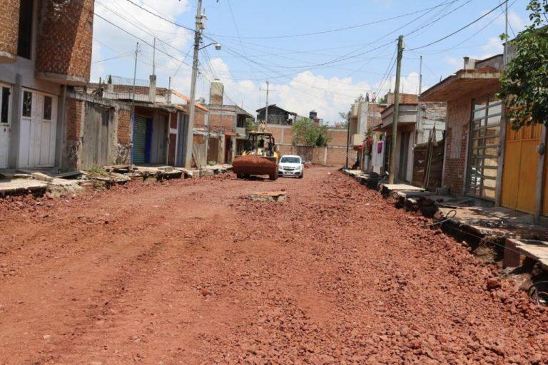 Avance del 50% pavimentación de la calle Tlaximaloyan de la colonia Lirios