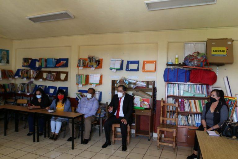 José Luis Téllez se reunió con directivos e integrantes de la mesa directiva de padres de familia de la Escuela Ignacio Zaragoza de la Tenencia de Agostitlán