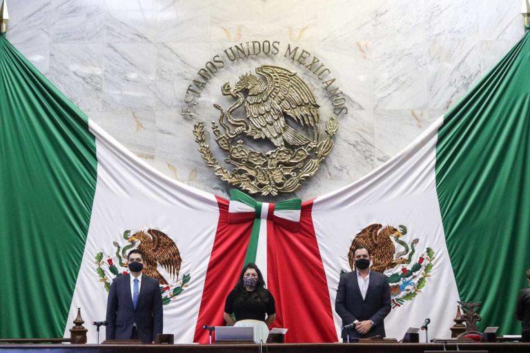 Al no contravenir la Constitución local, diputados turnan a comisiones diversas propuestas legislativas