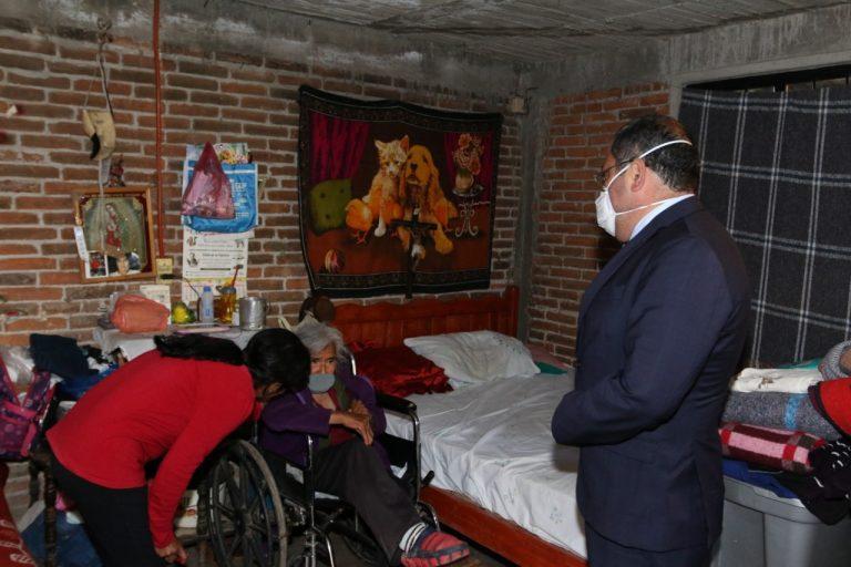 José Luis Téllez entrega diversos apoyos a habitantes del municipio que lo requieren