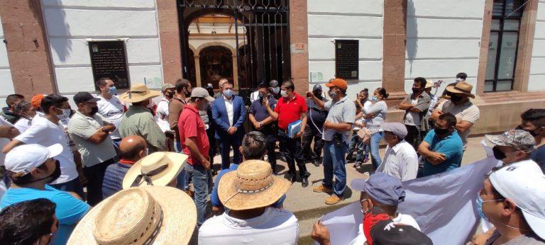 Atiende alcalde manifestación de transportistas de guayaba