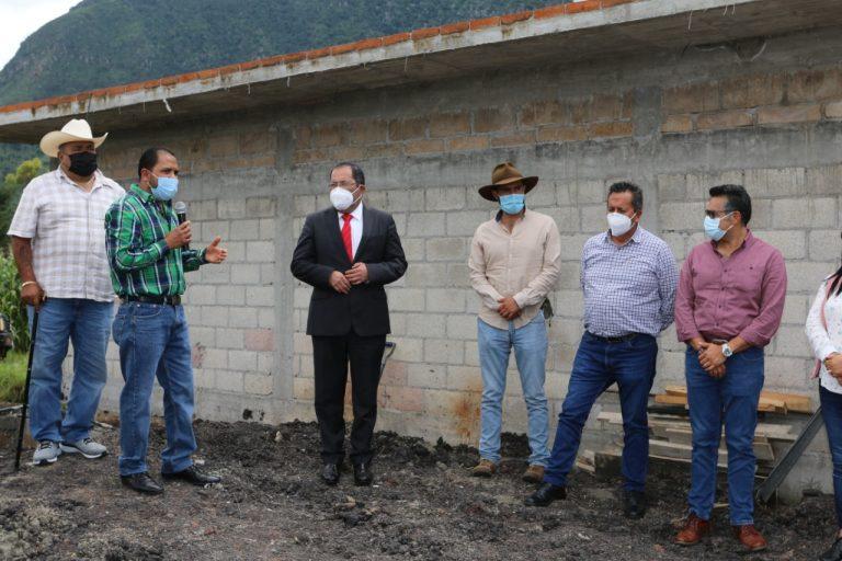 José Luis Téllez dio el banderazo a la construcción de 19 letrinas en la zona oriente de la cabecera municipal