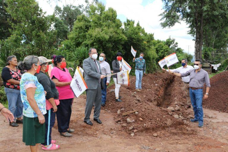 José Luis Téllez dio el banderazo de arranque a los trabajos de construcción de la línea de conducción de agua potable en las colonias Señor del Jaral Camino a la Gasera y Señor del Jaral Camino a Palo de Centella