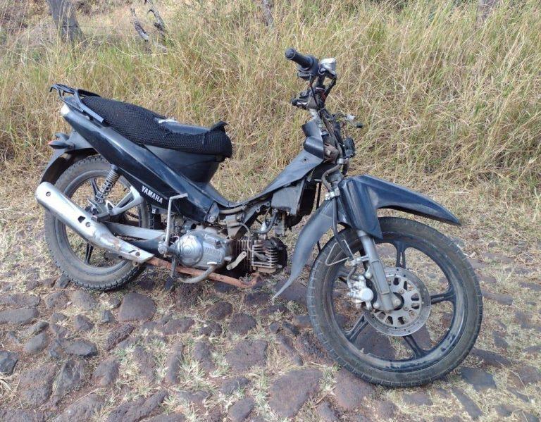 Asegura SSP motocicleta con reporte de robo, en Cotija