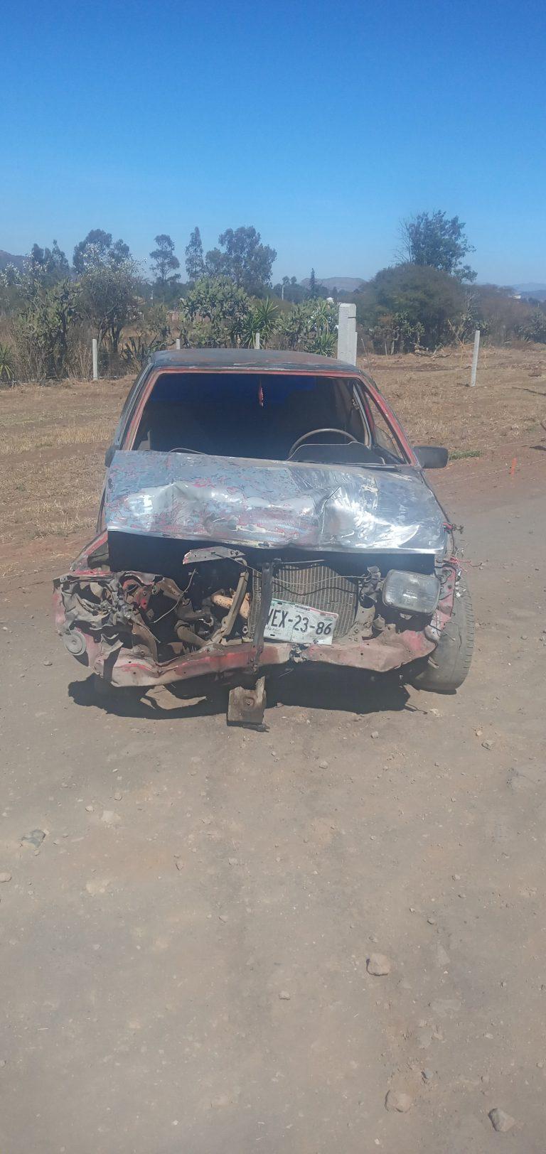 Daños materiales al chocar un vehículo contra un muro de contención