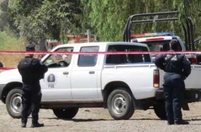 En una huerta de aguacate fue localizado el cadáver de un hombre desconocido que presentaba un impacto de bala en la cabeza