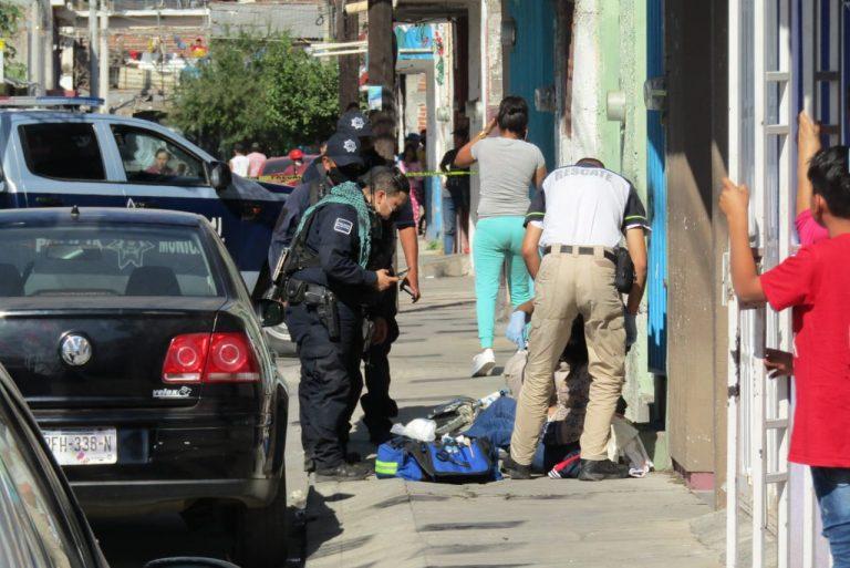 Un solitario sujeto atacó a balazos a una mujer quien resultó herida de al menos cinco balazos