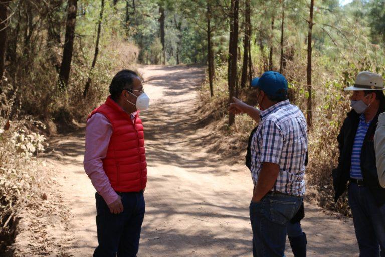 José Luis Téllez realizó visita de trabajo por la localidad de Saucedo, perteneciente a la Tenencia de San Antonio Villalongin