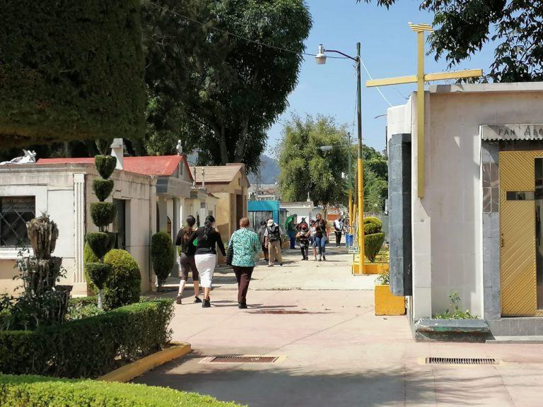 Casi 5 mil personas ingresaron al panteón municipal San Carlos a visitar a las mamás en su día