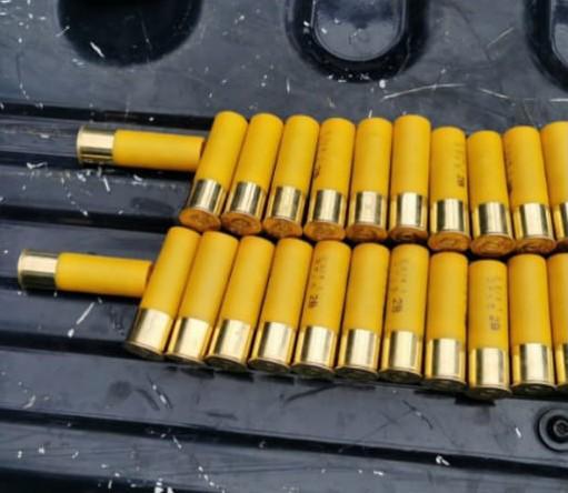 Detiene SSP a tres en posesión de armas de fuego, cartuchos útiles y droga.
