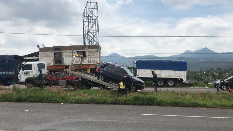 Saldo de una pareja herida y un menor al volcar la camioneta