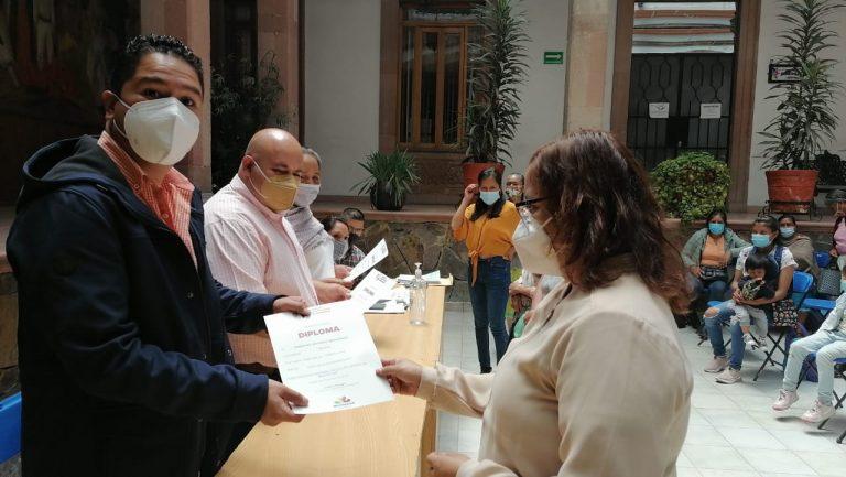 Reciben artesanos premios económicos por haber participado en concurso organizado por el Instituto del Artesano Michoacano