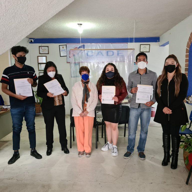 En CADE recibieron certificado de preparatoria y bachillerato