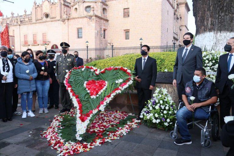 Encabeza Alfonso Martínez Izamiento del Lábaro Patrio para conmemorar inicio de la Independencia.