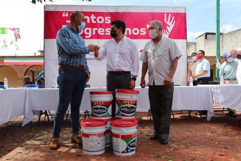 Entrega Toño Ixtláhuac apoyos para el desarrollo rural y comunitario en Ziráhuato de los Bernal