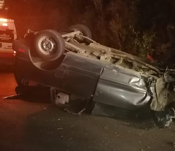 Camioneta vuelca y se impacta contra un Paredón en el Libramiento Norte de Cd.  Hidalgo