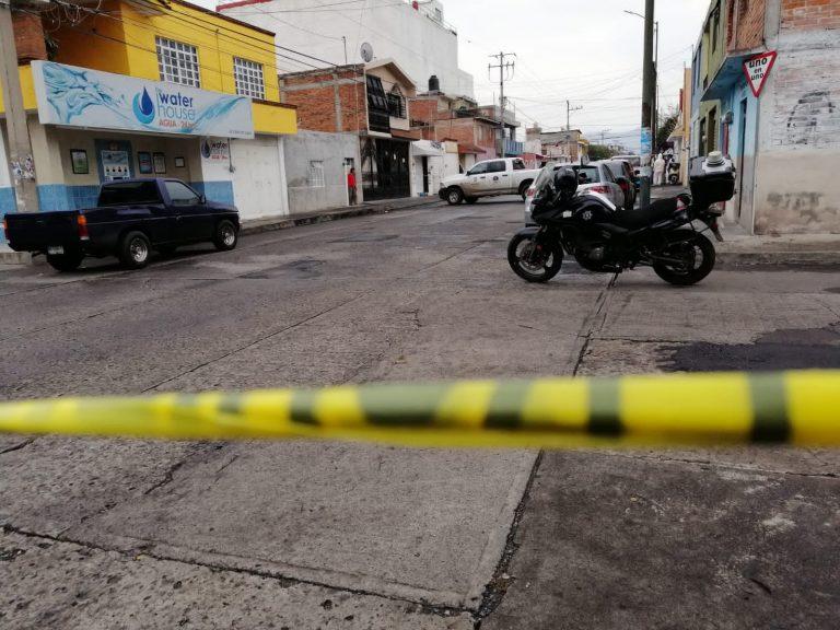 Fue localizado tirado en una calle el cadáver de un hombre